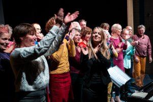 Dirigent Caroline Gerrits van het Paleiskoor in Utrecht